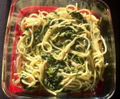 Spaghetti mit Spinat-Rahmsoße und Hähnchen