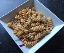 Nudeln mit Zucchini-Parmesan-Sauce