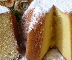 Pandoro (goldenes Brot) Weihnachtskuchen
