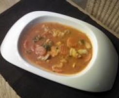 Tomatensuppe mit Hühnchen und Gemüse