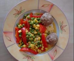 Variation von Hackbällchen mit Currysauce